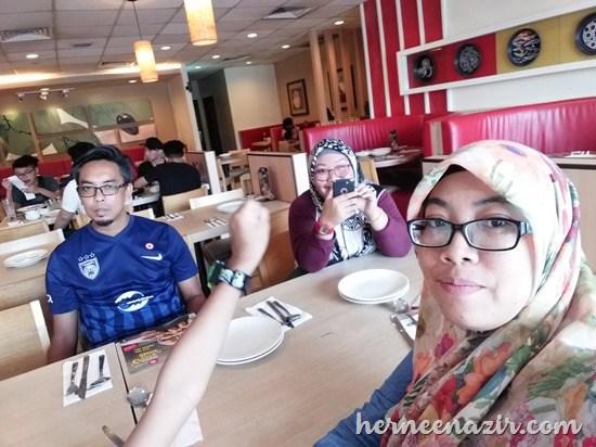 Lunch di Pizza Hut Taman Mutiara Mas