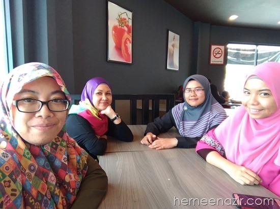 Friday's Lunch–Geng Jumaat, Pizza Samyeang & Ayam-Haseyo